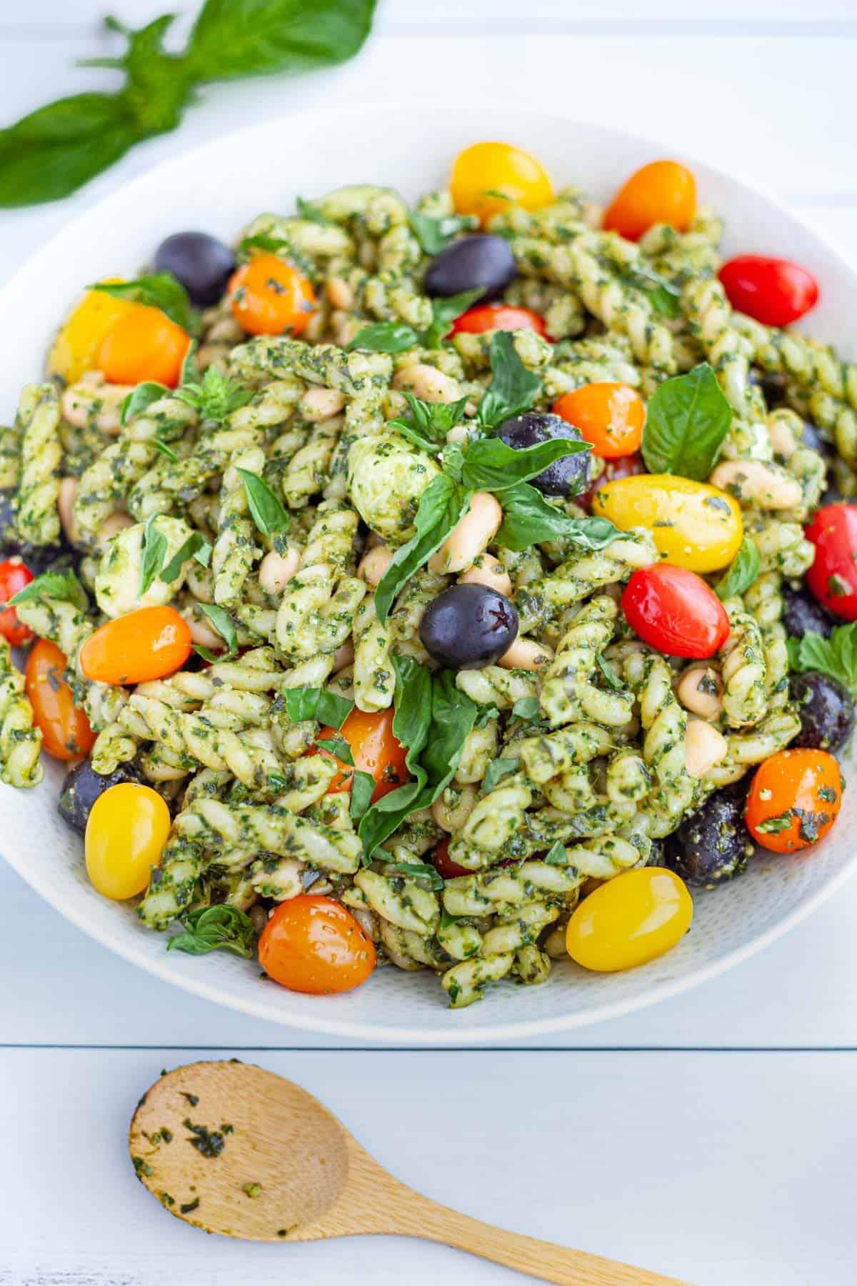 Spinach Pesto Pasta Salad with White Beans, Mozzarella and Tomatoes