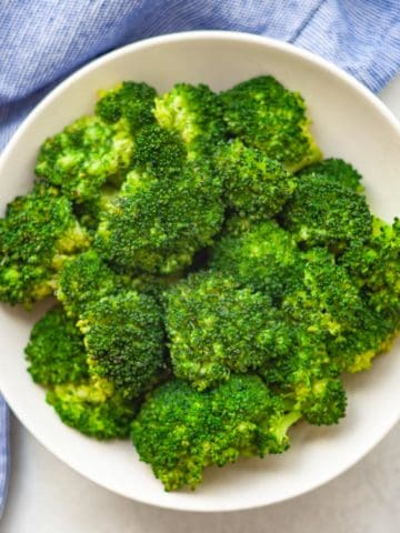 A plate of Instant Pot Steamed Broccoli