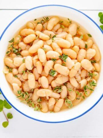 bowl of white beans